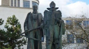 A statue of Tycho and Keper